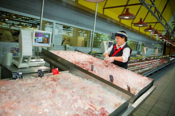 Lithuania's Maxima halts sale of fresh meat due to contamination in Biovela produce