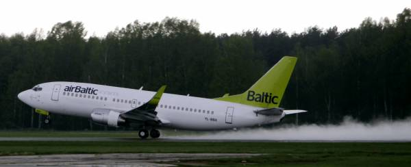 airBaltic extends season of flights to Athens and Reykjavik